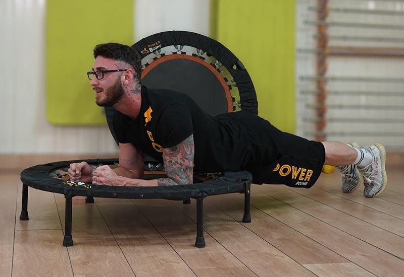 piegamenti allenamento online trampolino powerbound